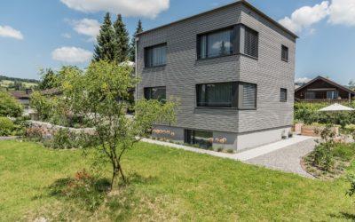 Neukonzeption eines Einfamilienhauses, mit erhöhter Garten- sowie Dachterrasse